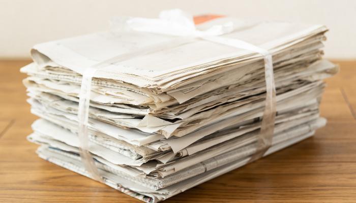 束ねた新聞紙